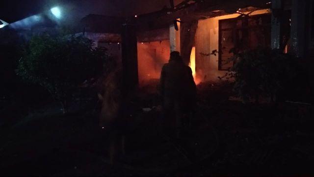 Dua Rumah Kosong Warga Gesang  Lumajang Terbakar