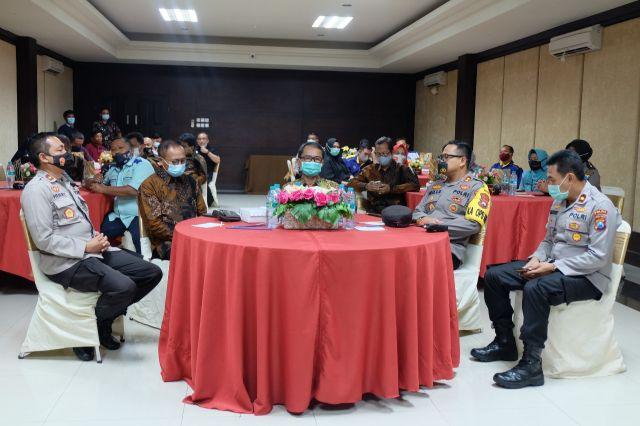 Kapolres Lumajang Ajak Bicara Buruh Soal Kondisi Ekonomi Nasional