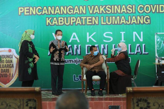 Dandim, Ketua DPRD, PCNU dan Kakanmenag Lumajang Divaksin Covid19