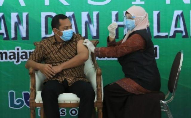 Ketua DPRD Lumajang : Hadapi Vaksinasi dengan Riang Gembira
