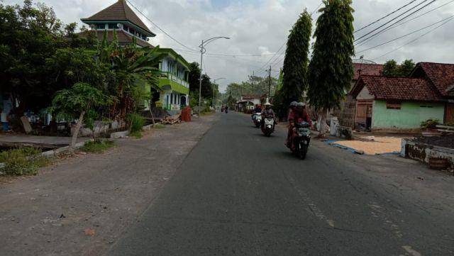 Jalan Desa Klampok Arum ke Kota Lumajang Mendadak Ramai Pengendara