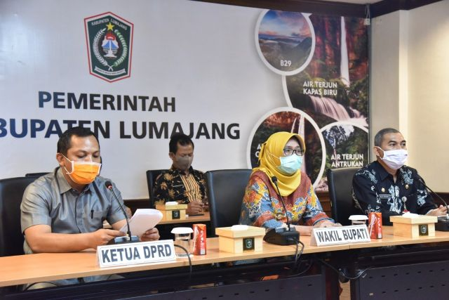 Bunda Indah dan Cak Anang Terima WTP LKPD Lumajang 2019 Secara Daring