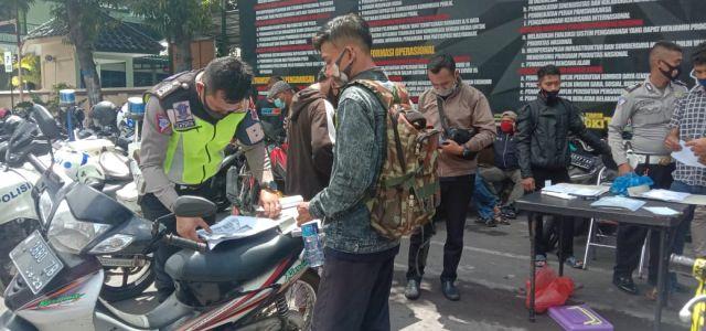Satlantas Polres Lumajang Serahkan Sepeda Motor Tilangan ke Pemilik