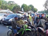 Arus Mudik di Pasar Tumpah Ranuyoso Padat Marambat