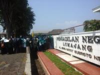 Jangan Terulang Vonis 1 Bulan Illegal Mining, Mahasiswa IAI Syarifuddin Geruduk PN Lumajang