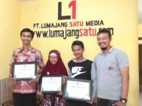 Aktif Menulis, Redaksi Lumajangsatu.com Beri Piagam Perhargaan 3 Jurnalis Warga