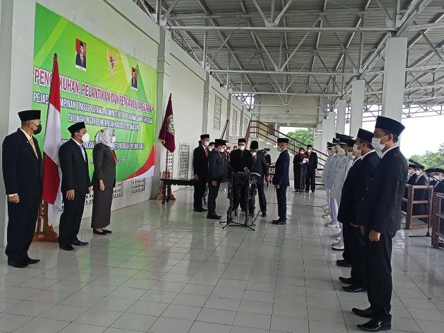 239 Pejabat Baru Lingkungan Pemerintah Lumajang Dikukuhkan Cak Thoriq
