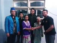 Didampingi, Pimred Lumajangsatu.com Sampaikan Bantuan Biaya dari Pembaca Untuk Salim dan Tosan