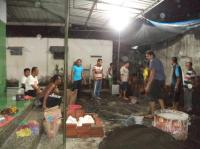 Bangun Serambi Musholla Darul Muttaqin, Warga Kerja Bakti Malam Hari