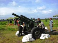 Petinggi TNI AD dan PT.Pindad Uji Coba Munisi 105 mm Howitzer di Pandanwangi