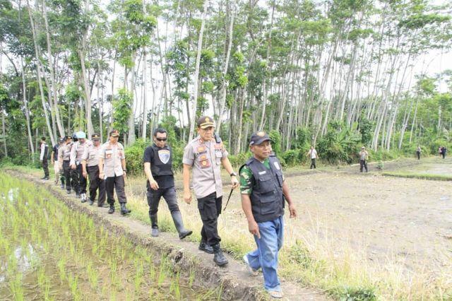 Kapolres Lumajang AKBP Adewira Pimpin Olah TKP Curwan di Desa Besuk