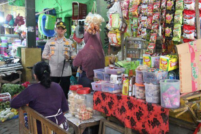 AKBP Arsal Sahban Blusukan Pasar Pantau Stabilitas Harga Sembako