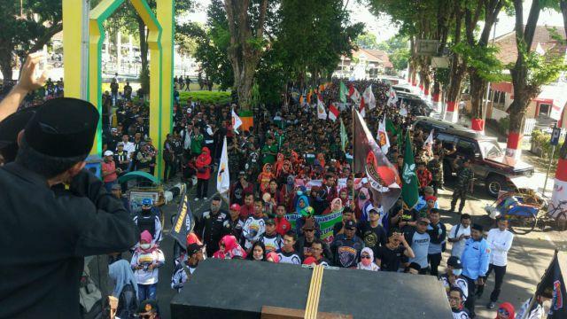 Gema Sholawat Sejukan  Aksi Akbar Dukung Kapolres Lumajang