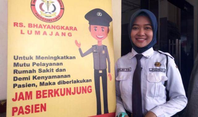 Senyum Amelina Satpam Cantik Jaga Rumah Sakit Bhayangkara Lumajang