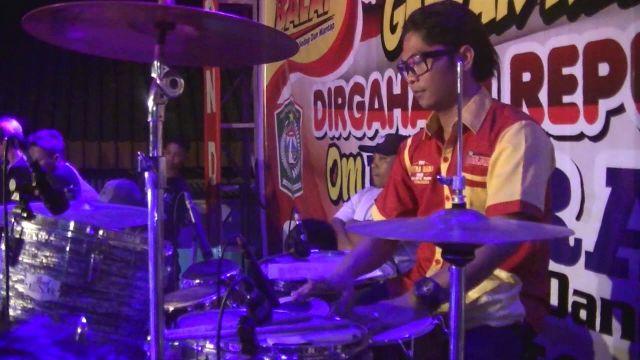 Arik Wicaksono Pemain Kendang Dangdut Lumajang