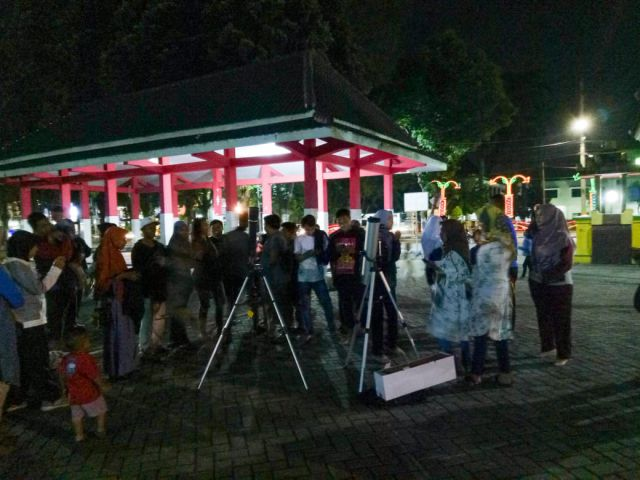 Melihat Gerhana Bulan di Pendopo Arya Wiraraja Lumajang