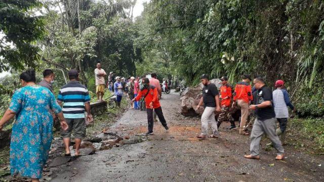 Bagana Candipuro Gabung Relawan Evakuasi Longsor Piket Nol Lumajang