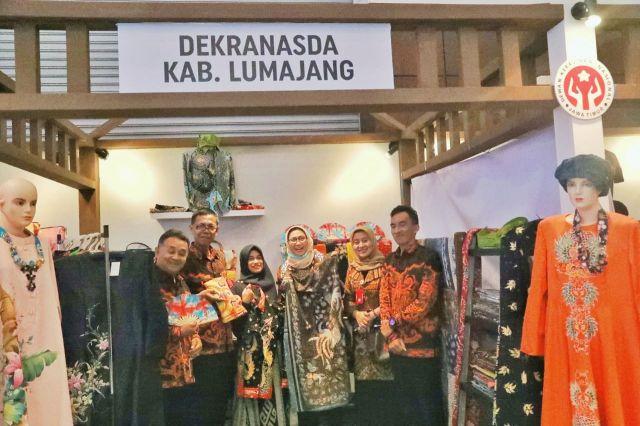 Ketua Dekranasda Jatim Arumi Bachsin Kagumi Batik Lumajang