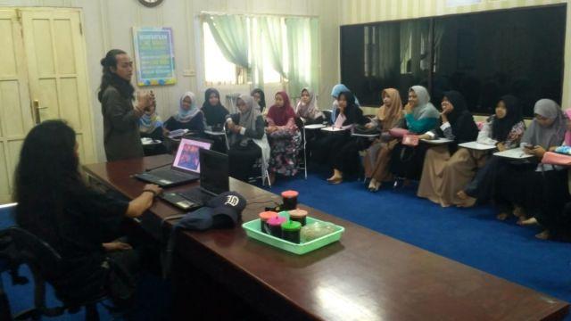 Mahasiswa KPI IAIS Belajar Foto Jurnalistik Bareng Fotografer Muda Surabaya