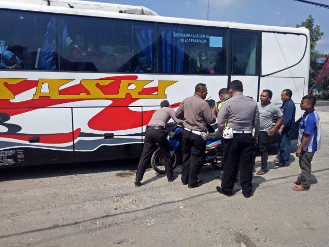 Bus Akas Asri Kabur Usai Senggol Pemotor Berhasil di Hadang di POM Klakah