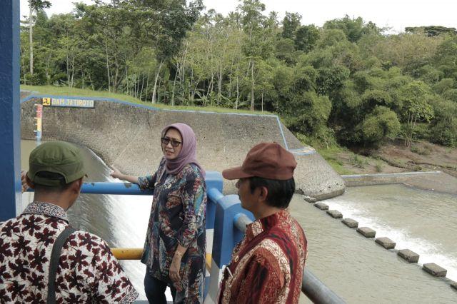 Bunda Indah Cek Air DAM Jatiroto Antisipasi Banjir Lumajang Timur