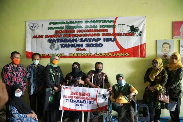 Bunda Indah Hadiri Pembangian Bantuan ke Disabilitas Lumajang