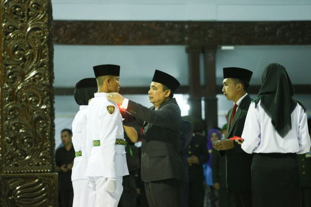 Bupati As'at Kukuhkan Paskibraka 2018 Lumajang