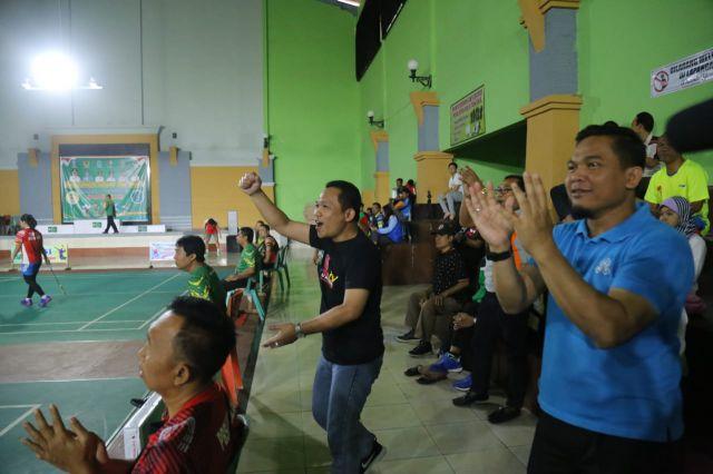 Cak Thoriq Jadi Supporter Saat Nonton Atlet Bulu Tangkis Berlaga di PORPROV