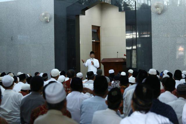 Sholat Jum'at di Masjid Al-Huda, Cak Thoriq Diwadul Jalan Rusak dan Gorong-Gorong Mampet
