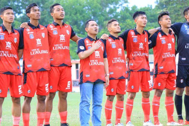 Cak Thoriq Terharu Saat Nyanyi Anthem Kebanggan Semeru FC Lumajang
