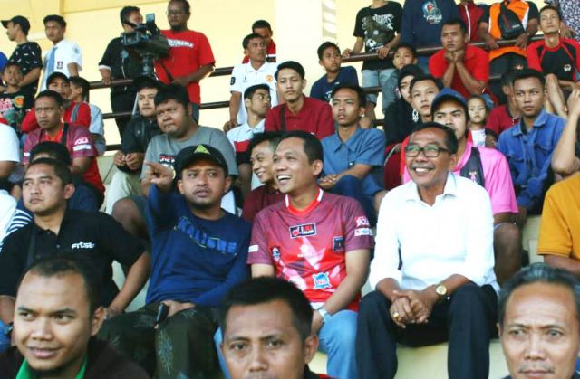 Cak Thoriq Hadir di Stadion, Nyanyi Athem dan Siap Support Semeru FC
