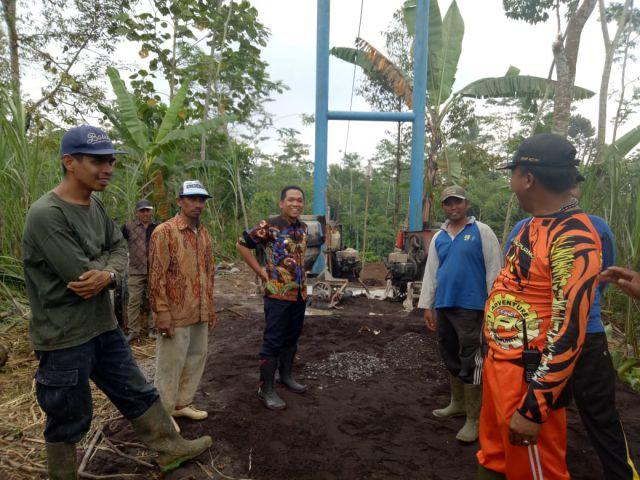 Cak Thoriq Jadi Kuli Dipembangunan Jembatan Gantung Talpak