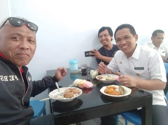 Cak Thoriq Makan Siang di Kantin Pemkab Bareng PNS, Sopir  dan Wartawan
