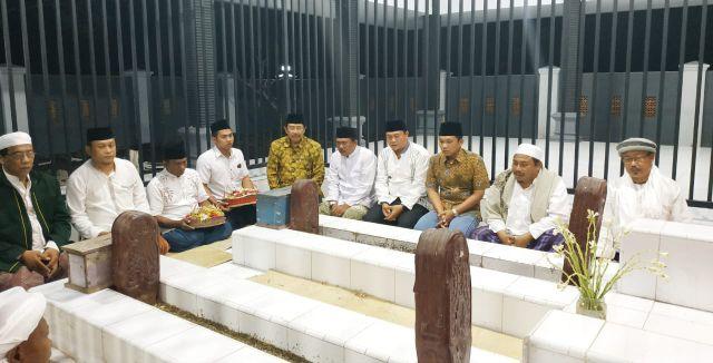 Cak Thoriq Resmikan Pendopo 2  Makam Lelulur Babat Alas Desa Wotgalih