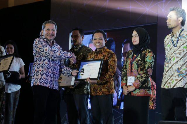 Cak Thoriq Terima Penghargaan Pelayanan Publik Terbaik Pemkab Lumajang