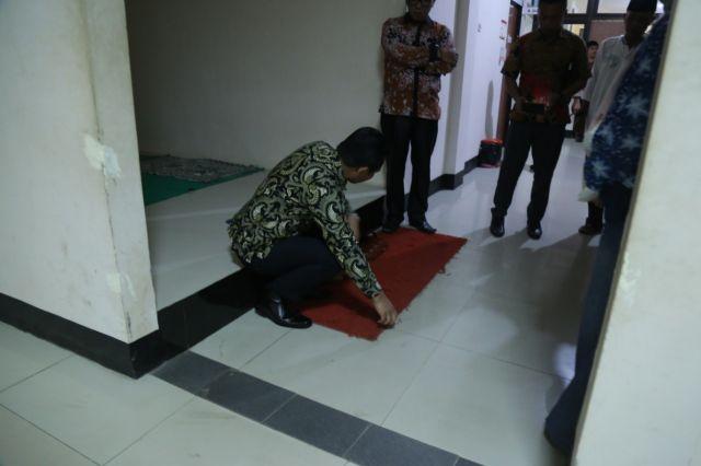 Sidak RSUD Pasirian, Cak Thoriq Ingatkan Pentingnya Kebersihan