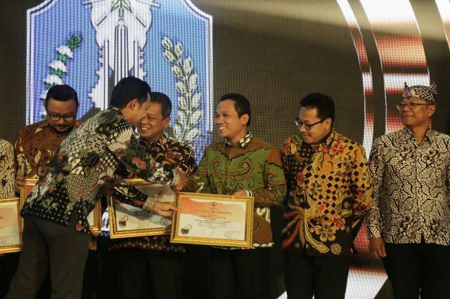 Pemkab Lumajang Raih Penghargaan PPID Award 2019