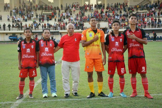 Cak Thoriq Nyanyi Anthem Bareng Pemain Semeru FC Lumajang