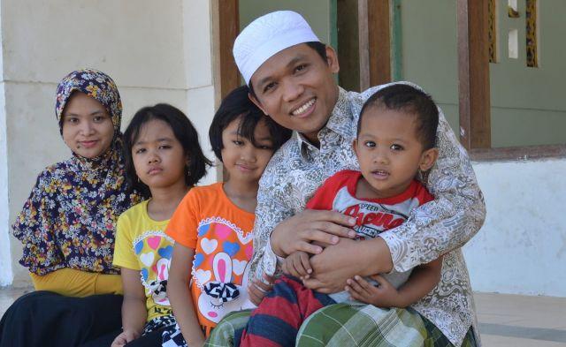 Usai Dilantik, Cak Thoriq Sekolahkan Anaknya di Lumajang