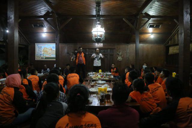 Cak Thoriq Jamu Makan Malam Atlet PORPROV Lumajang di Tuban