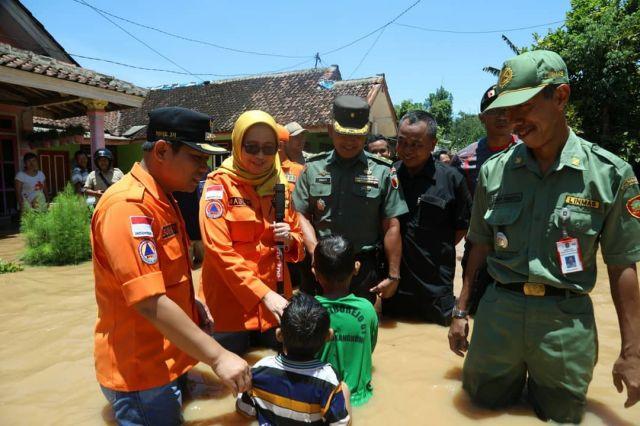 Bupati dan Wabup Tinjau Lokasi Langganan Banjir Rowokangkung Lumajang