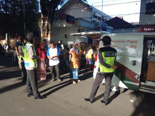 Polisi Kampanye Anti HOAX dan Bahaya Miras Oplosan di Car Free Day