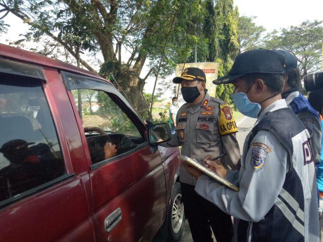 Kapolres Lumajang AKBP Adewira Tinjau Pos Chek Point Jatiroto