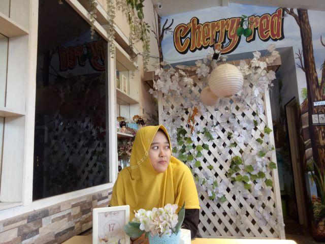 Cherry Red Cafe  Tawarkan Tempat Nongkrong Ala Korea