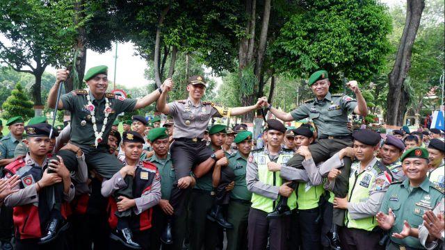 TNI dan Polri Lumajang Sinergi Ciptakan Keamanan dan Kenyamanan Masyarakat