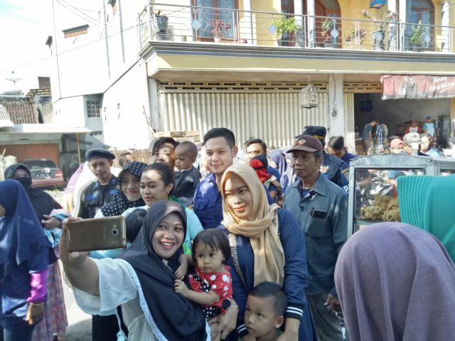 Kunjungi Pasar Jatiroto, Pipi Ferly dicubit Emak-emak