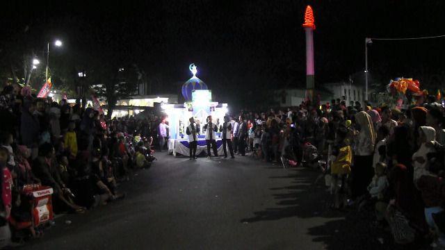 Masyarakat Lumajang Padati Jalanan Kota Demi Festival Patrol