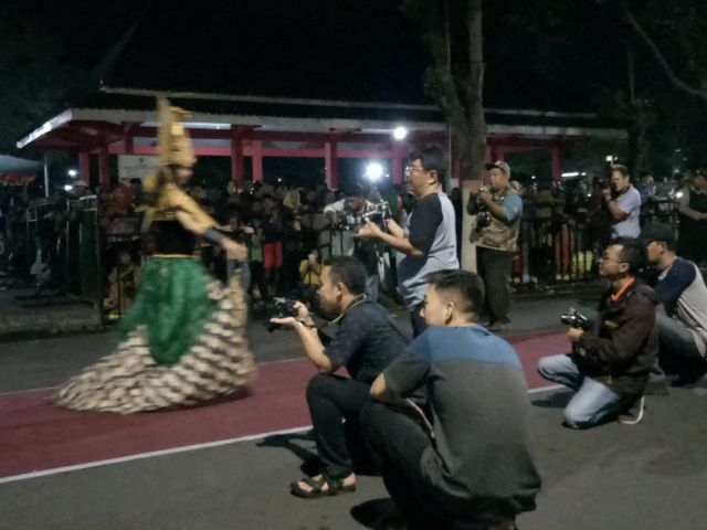 Model BALOS  Jadi Buruan Photografer dan Netizen Lumajang