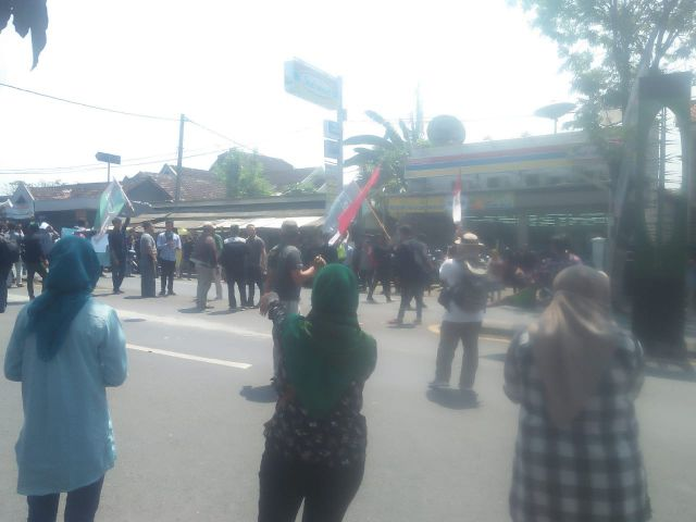 Demo HMI Blokade Jalan DPRD  Nyaris Ricuh Saat Tidak Ditemui Wakil Rakyat