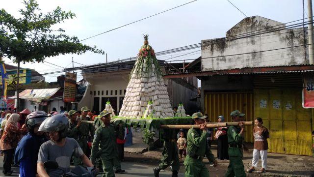 Di Kunir Ada  Banjir Tahu, Kini Ada Festival Tempe di Lumajang